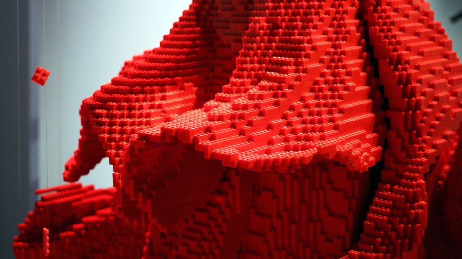 1476977681_red-dress-the-art-of-the-brick